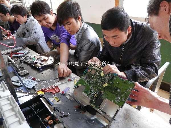 宣威液晶电视机维修培训学校液晶电视维修培训-笔记本维修实操